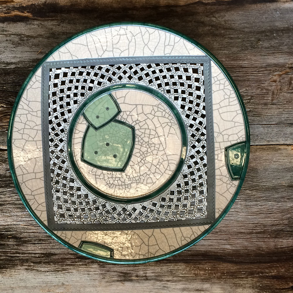 Constrained raku platter